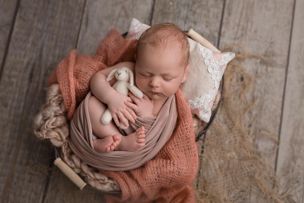 neugeborenenbilder_muelheim_babyfotos_essen_babyfotograf_ruhrgebiet_neugeborenes_fotostudio_muelheim-5